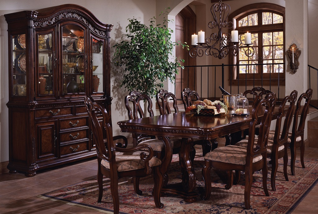 Maria Dining Room