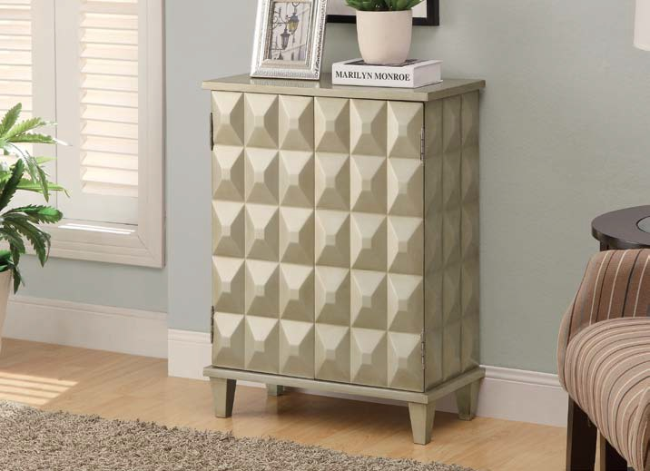 I3827 Bombay Chest