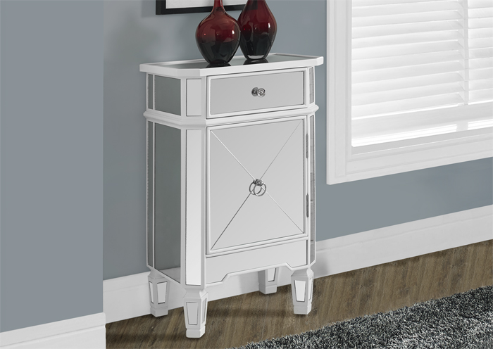 I3713 Mirrored Night Table